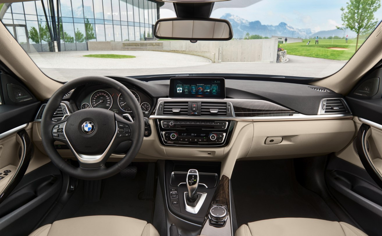 2022 BMW 3 Series Interior
