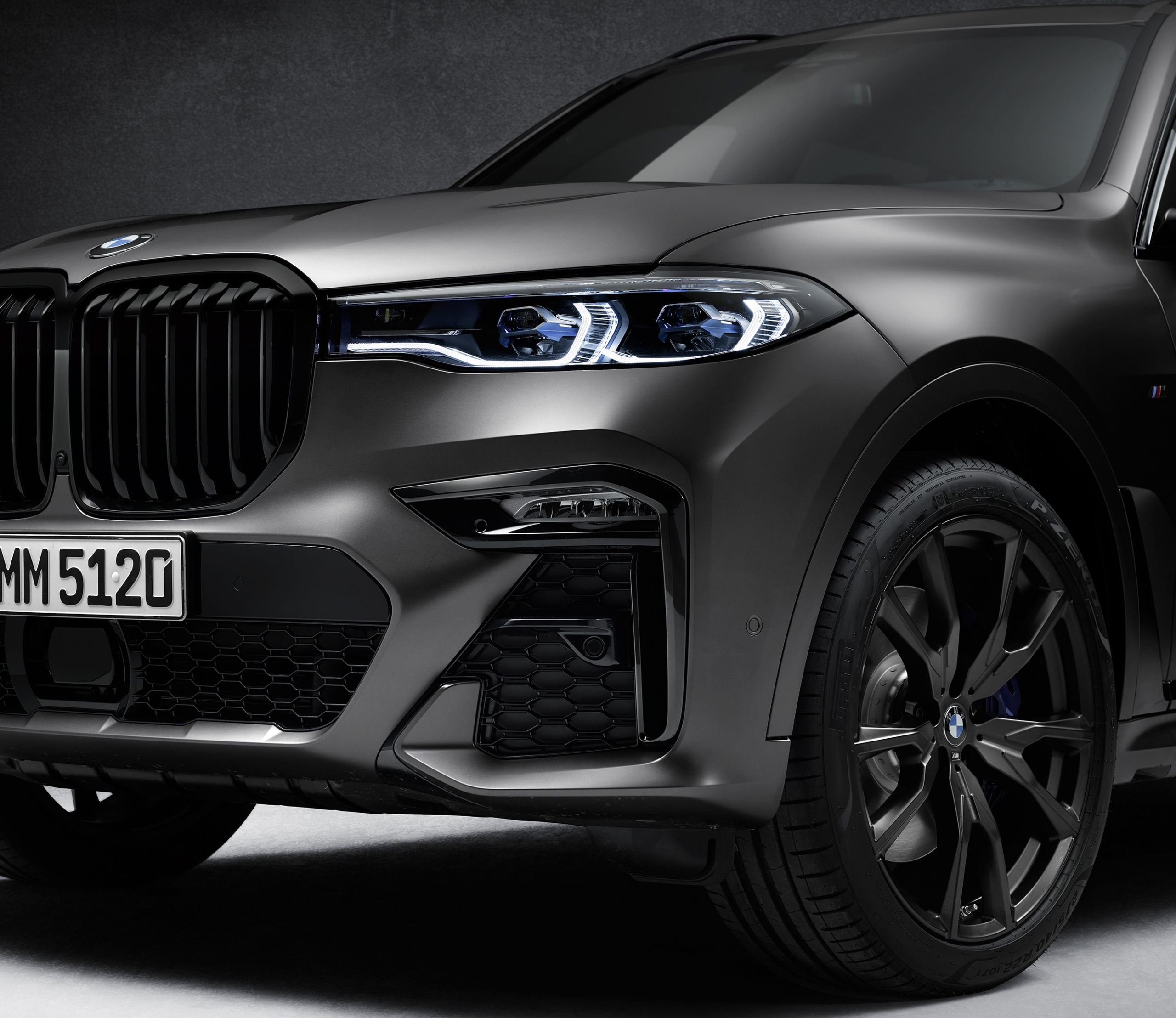 In Pictures: The New BMW X7 Dark Shadow Edition!