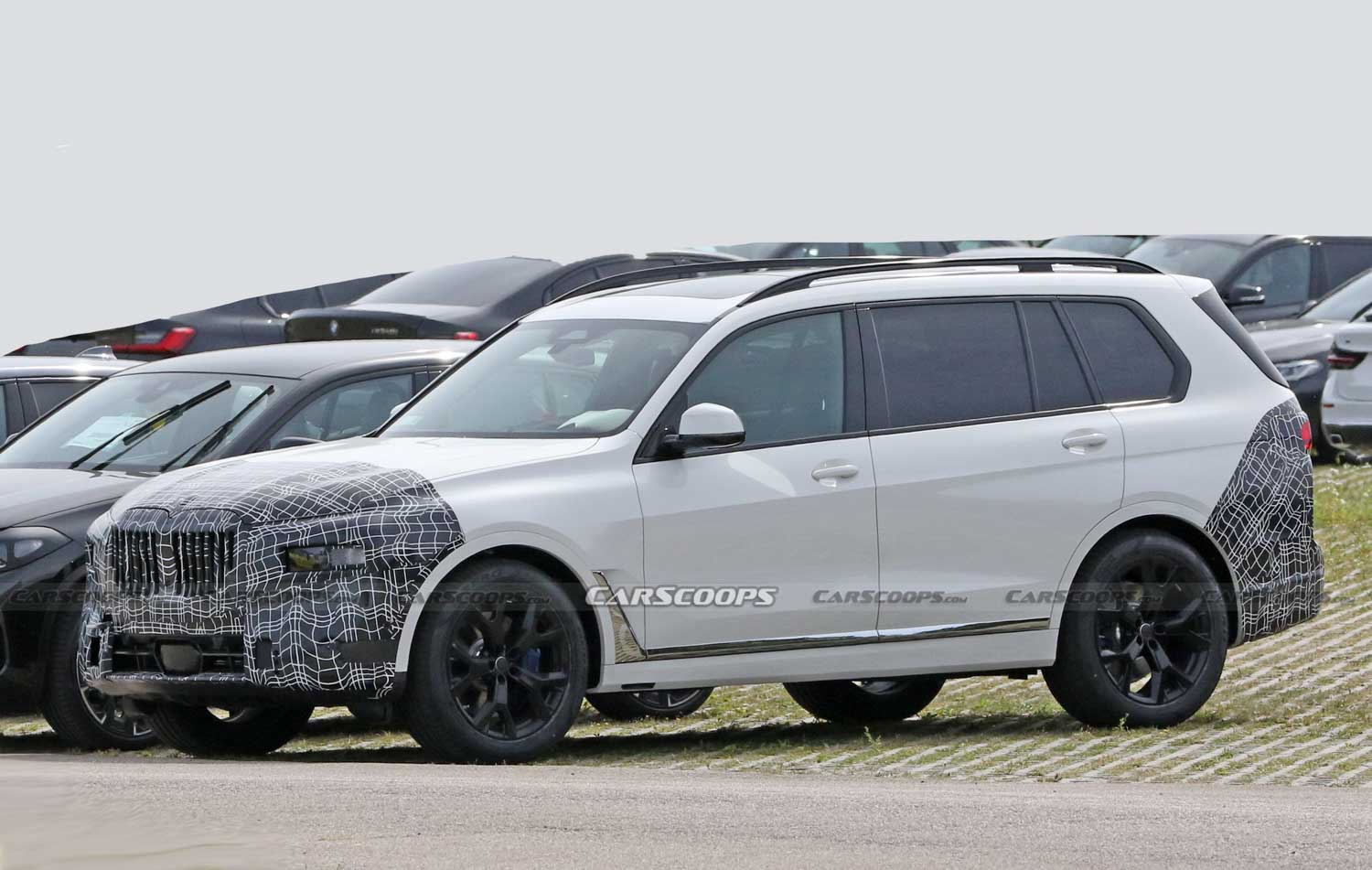 BMW X7 Facelift Spotted On Test For The First Time