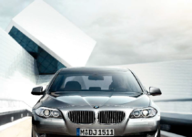 BMW 528I 2011 F10 Owner's Manual (304 Pages)